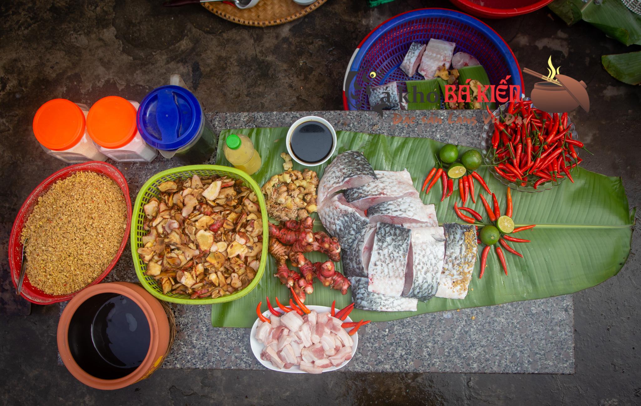 Cá trắm đen và 16 loại gia vị làm nên hương vị đặc biệt của món cá kho làng Vũ Đại