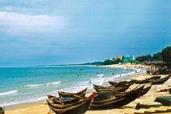 Bãi biển Hải Tiến trong xanh